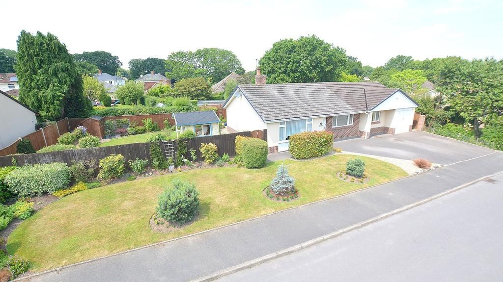 4 Bedrooms Detached Bungalow for sale in Forest Way, Wimborne