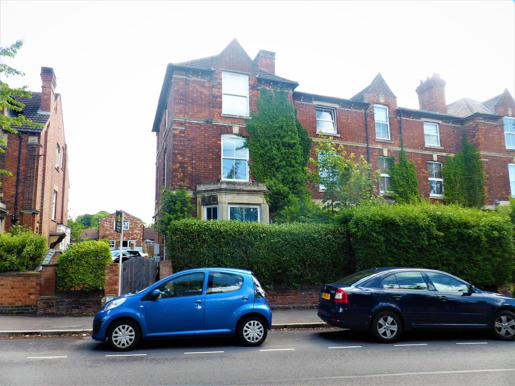 2 Bedrooms Flat for rent in Headlands, Kettering