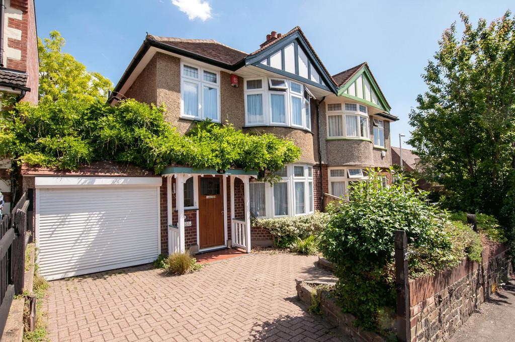 3 Bedrooms Semi Detached House for sale in Shenfield Road, Woodford Green