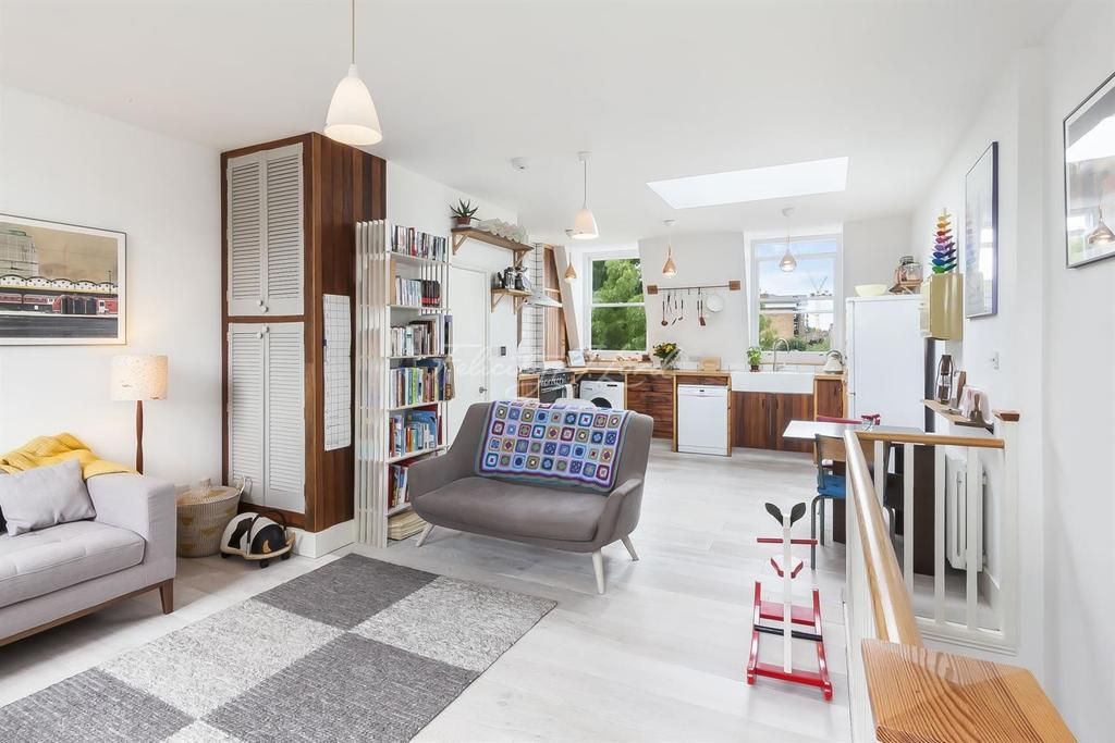 3 Bedrooms Flat for sale in Clonbrock Road, N16