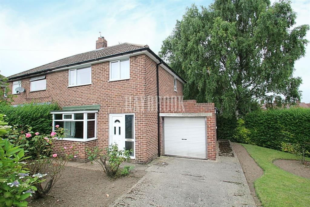 3 Bedrooms Semi Detached House for sale in Austen Drive, Bramley