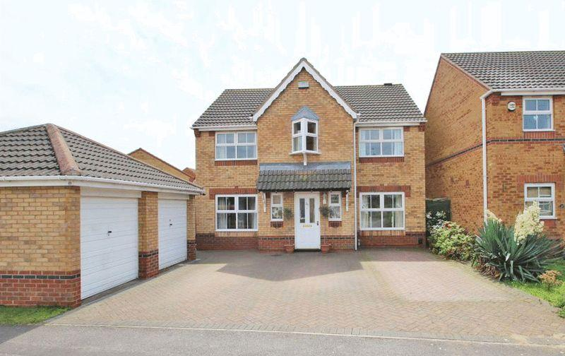 4 Bedrooms Detached House for sale in VINCENT ROAD, SCARTHO TOP, GRIMSBY