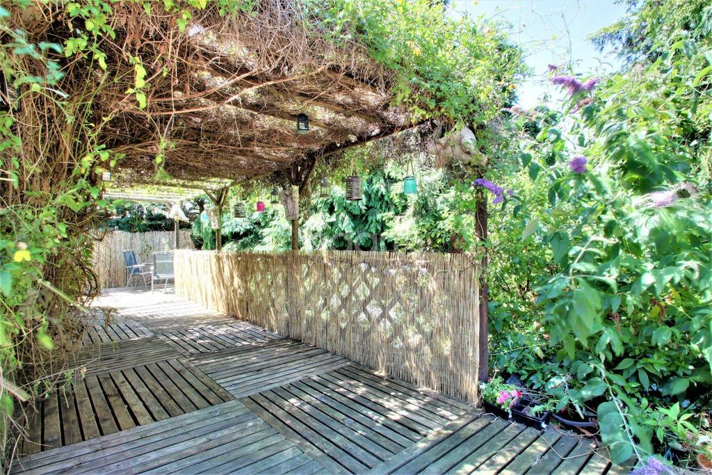 4 Bedrooms Bungalow for sale in Colchester Road, St Osyth