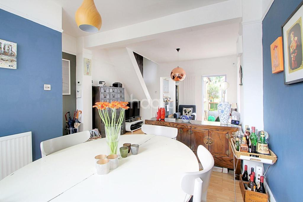 2 Bedrooms Terraced House for sale in Tennyson Road, Stratford, London, E15