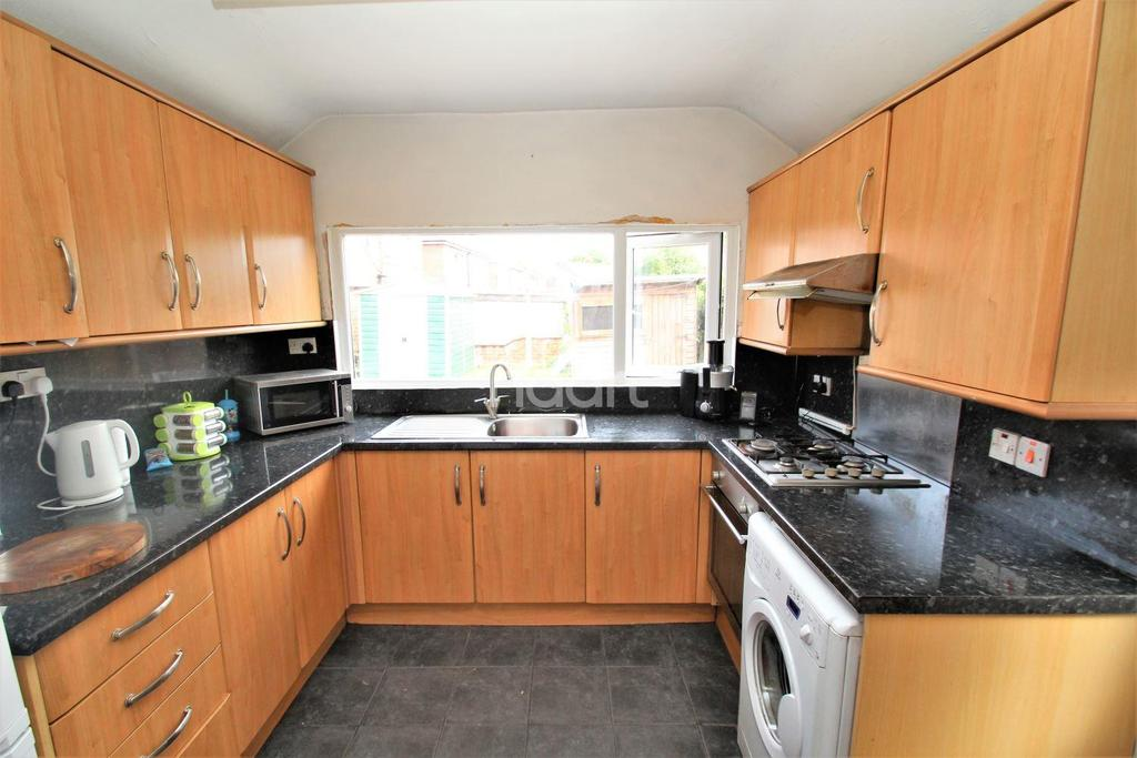3 Bedrooms Semi Detached House for sale in Tickhill Road, Balby, Doncaster