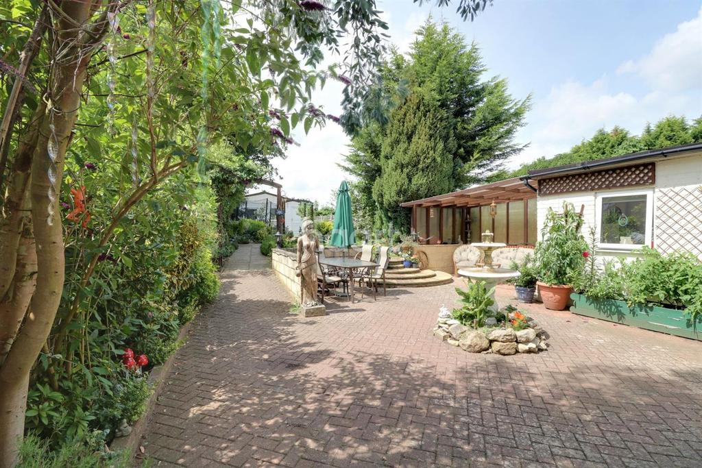 4 Bedrooms Semi Detached House for sale in Fulmerston Road, Thetford