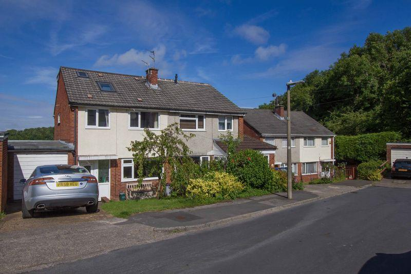 4 Bedrooms Semi Detached House for sale in Barberry Rise, Penarth