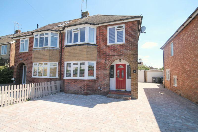 3 Bedrooms Semi Detached House for sale in Farnham Avenue, Hassocks, West Sussex,