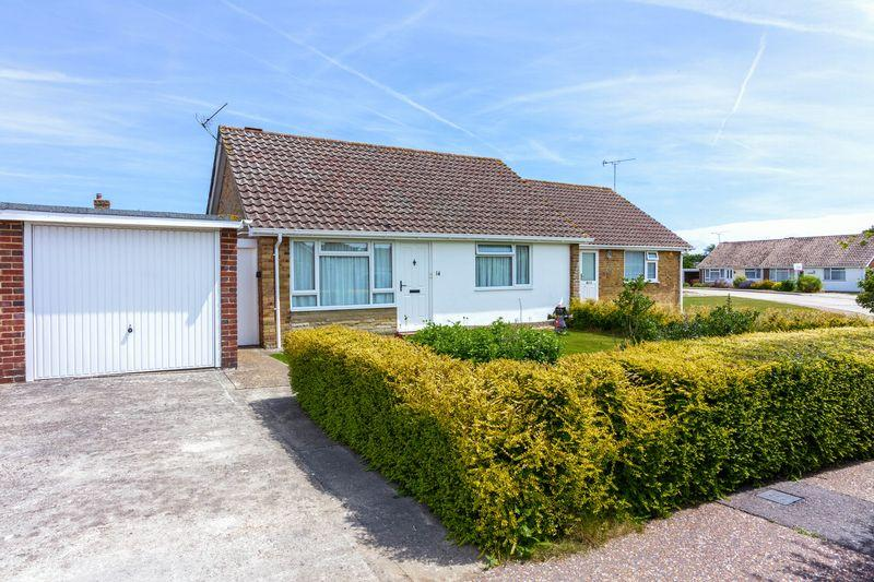 2 Bedrooms Bungalow for sale in Elmhurst Close, Angmering