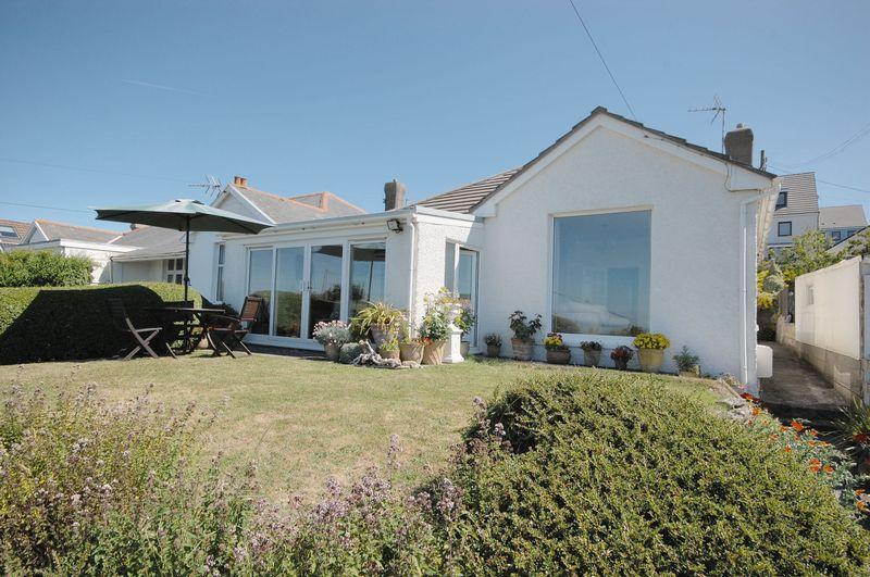 3 Bedrooms Detached House for sale in Southdown, Church Close, Ogmore By Sea, Vale of Glamorgan, CF32 0PZ