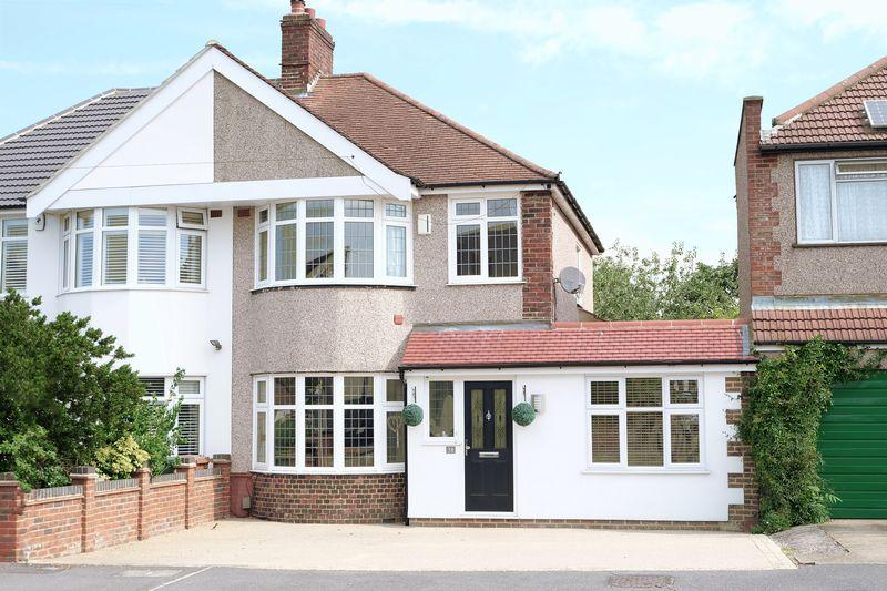 3 Bedrooms Semi Detached House for sale in Carisbrooke Avenue, Bexley