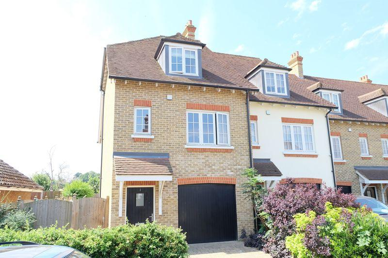 3 Bedrooms End Of Terrace House for sale in Huntington Close, Bexley