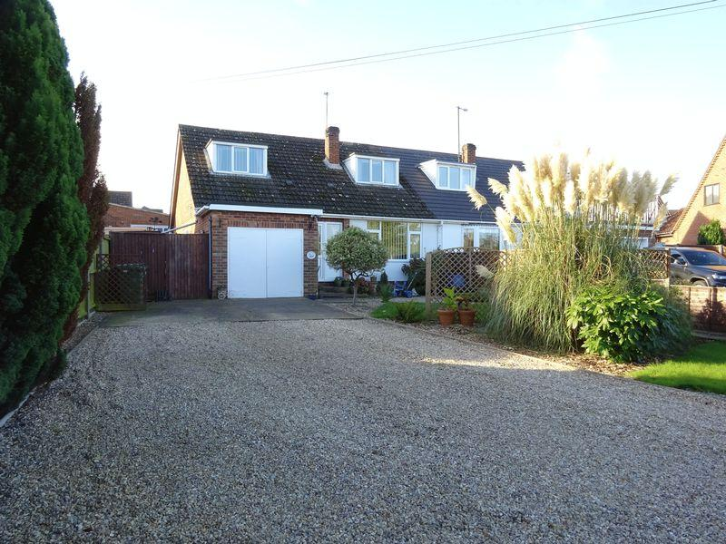 3 Bedrooms Chalet House for sale in Norwich Road, New Costessey, Norwich