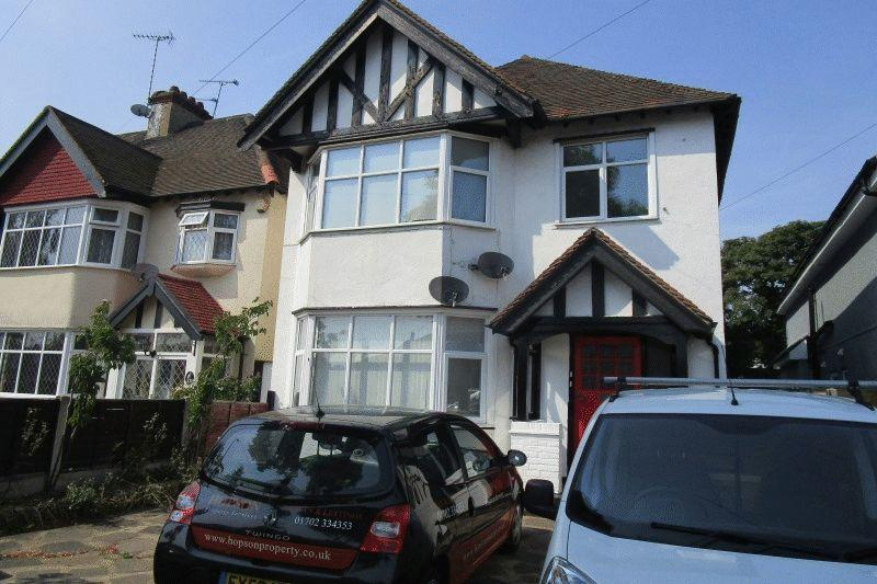 1 Bedroom Flat for sale in Acacia Drive, Southend-On-Sea