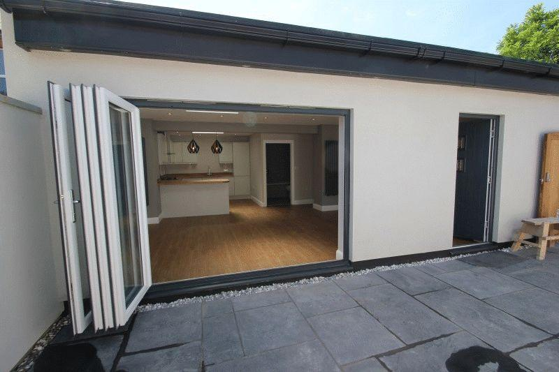 2 Bedrooms Bungalow for sale in Ilfracombe Road, Southend-On-Sea