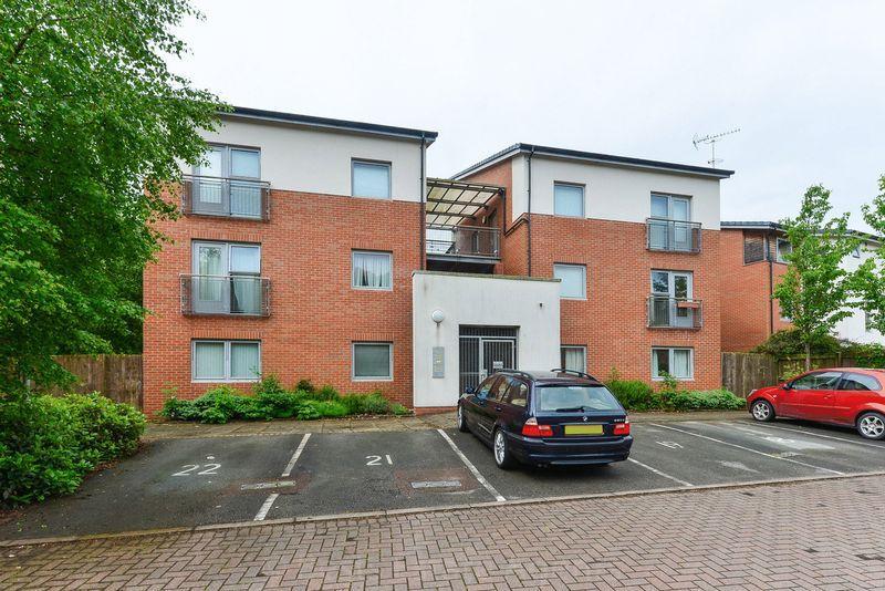 2 Bedrooms Apartment Flat for sale in Denbigh Court, Castlefields, Runcorn