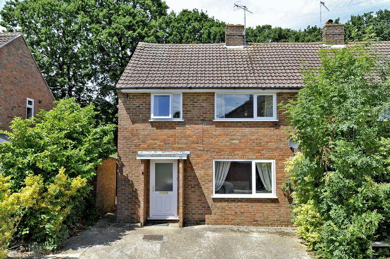 3 Bedrooms Semi Detached House for sale in Farncombe