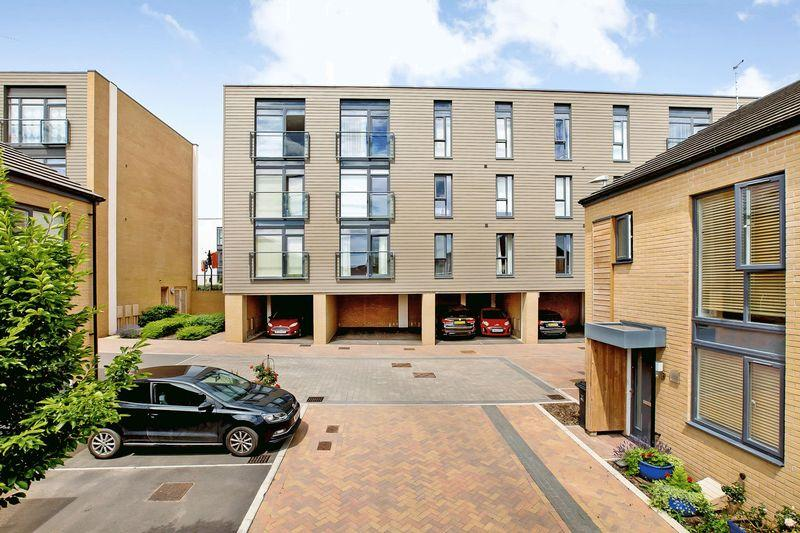 2 Bedrooms Apartment Flat for sale in FIREPOOL