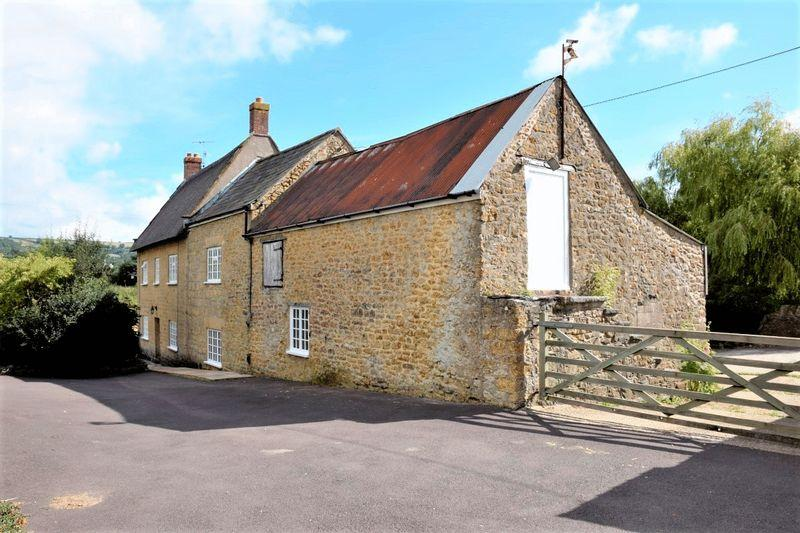 4 Bedrooms Detached House for sale in BEAMINSTER, DORSET