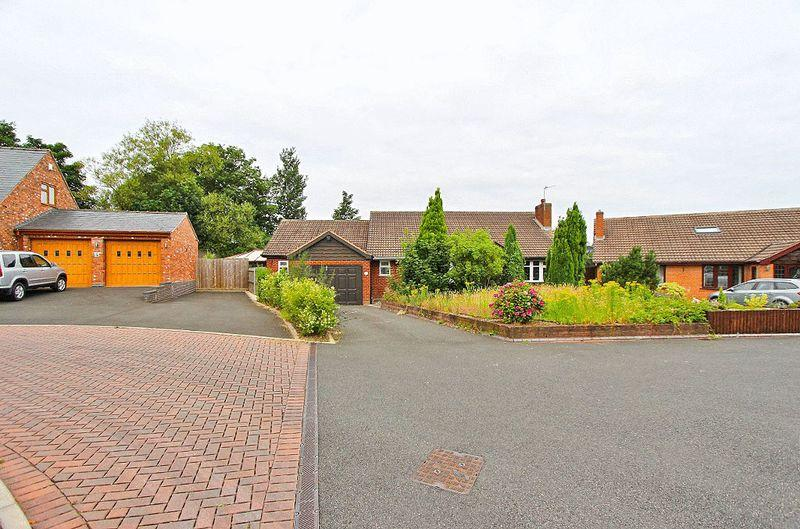 3 Bedrooms Detached Bungalow for sale in Off Stafford Road, Bloxwich Walsall