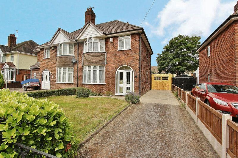 3 Bedrooms Semi Detached House for sale in Powis Avenue, Tipton