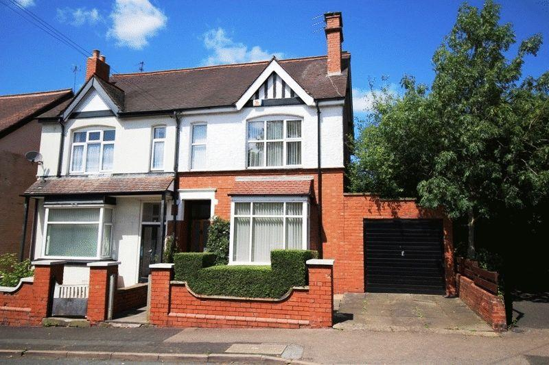 3 Bedrooms Semi Detached House for sale in Westbourne Road, Penn, Wolverhampton