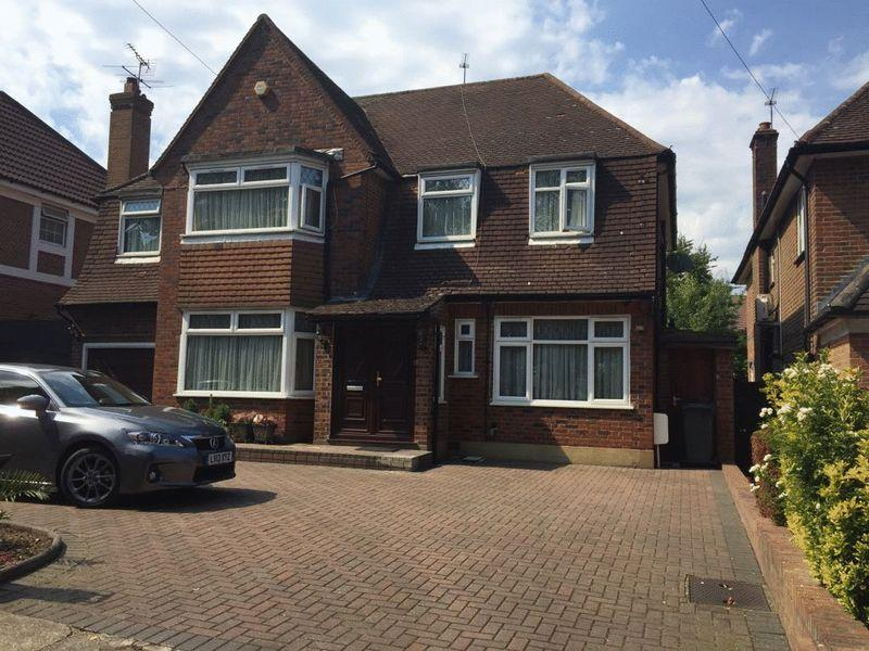 5 Bedrooms Detached House for sale in London Road, Middlesex, HA7 4NZ