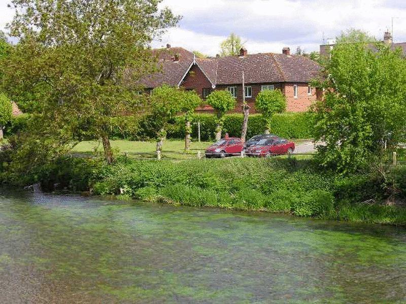 2 Bedrooms Retirement Property for sale in LEATHERHEAD - RIVER VIEWS