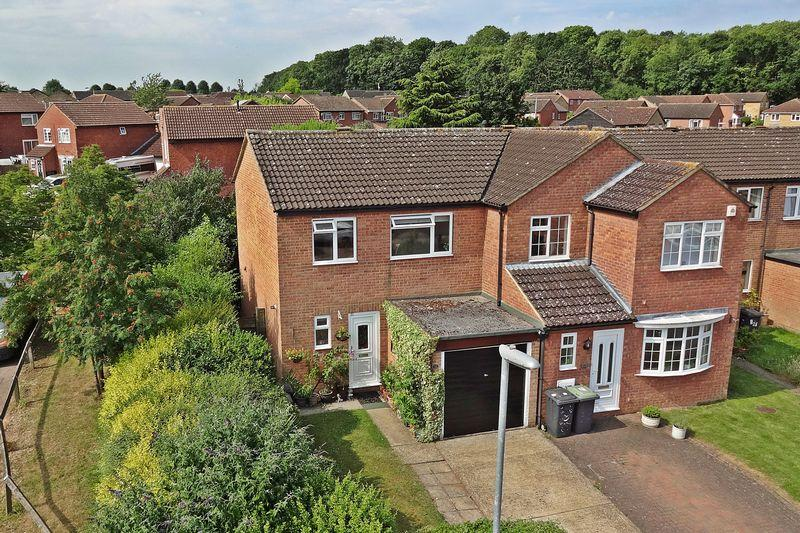 3 Bedrooms Semi Detached House for sale in Trent Avenue, Flitwick