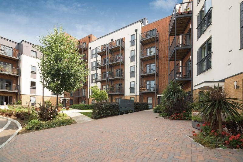 2 Bedrooms Apartment Flat for sale in Fairthorn Road, Charlton