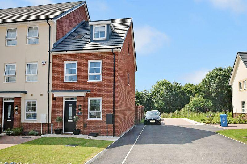 4 Bedrooms Town House for sale in Three Crowns Close, Widnes