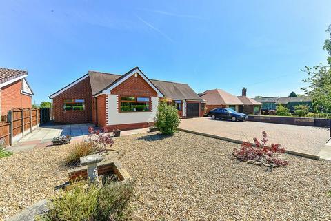 3 bedroom detached bungalow for sale - Golborne Road, Ashton in Makerfield, WN4 8XA