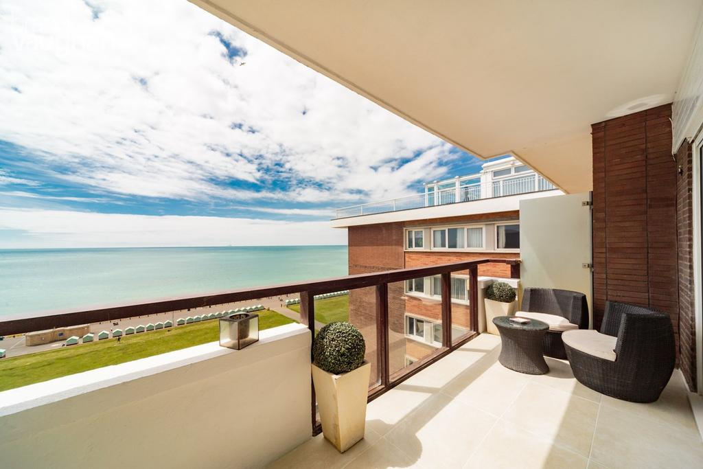 3 Bedrooms Apartment Flat for sale in Queens Gardens, Hove, BN3