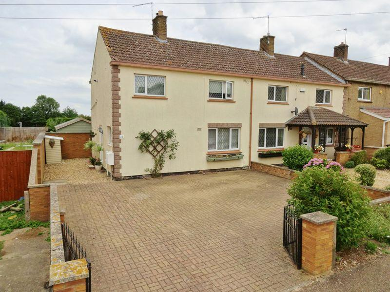 3 Bedrooms Semi Detached House for sale in Berryfield Road, Cottingham