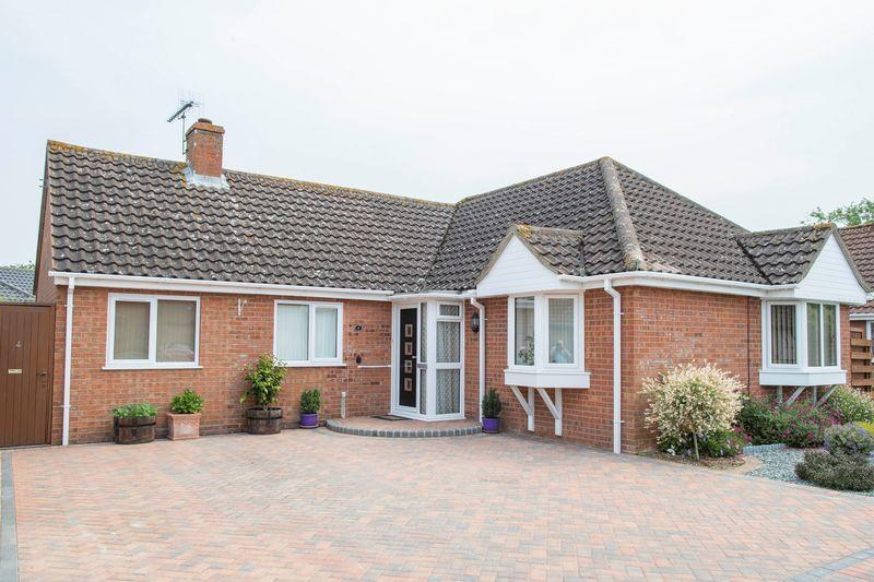 3 Bedrooms Detached Bungalow for sale in Hudson Way, Barrow