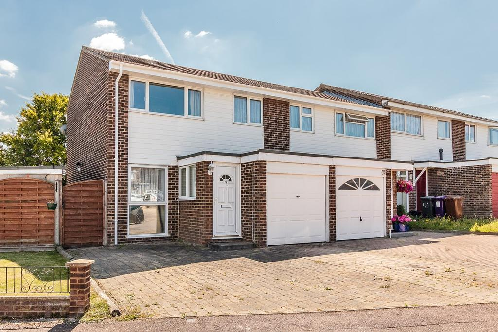 3 Bedrooms Semi Detached House for sale in Yeats Close, ROYSTON, SG8