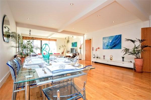 2 Bedrooms Flat for sale in St James's Street, Brighton, BN2