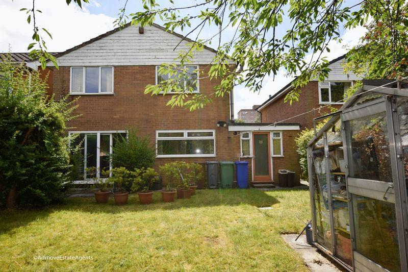 4 Bedrooms Detached House for sale in Wadebridge Avenue, Manchester