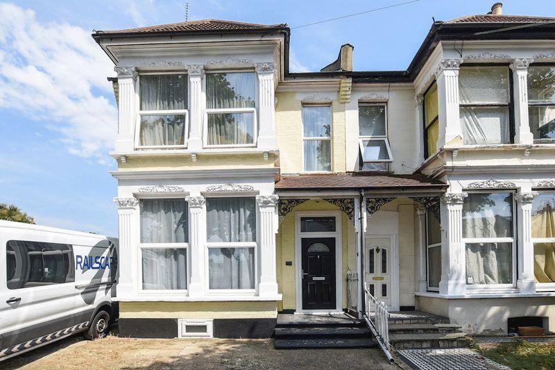 3 Bedrooms Terraced House for sale in Hastings Road, Southend-On-Sea