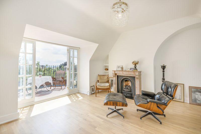 3 Bedrooms Apartment Flat for sale in Wedderburn Road, Hampstead, NW3.
