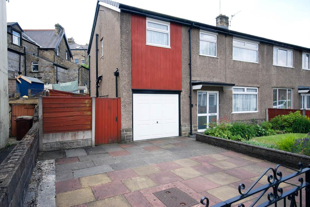 3 Bedrooms Semi Detached House for sale in West Road, Buxton