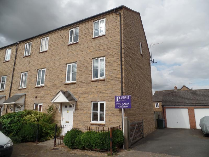 3 Bedrooms House for sale in Sir Henry Jake Close, BANBURY, OX16