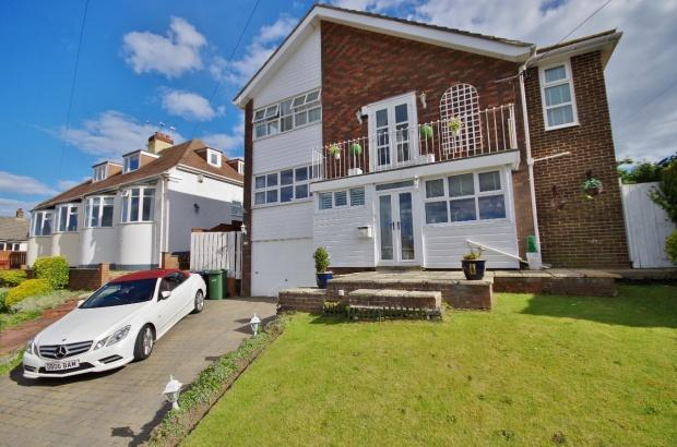 4 Bedrooms Detached House for sale in Shipley Avenue, Seaburn, SR6