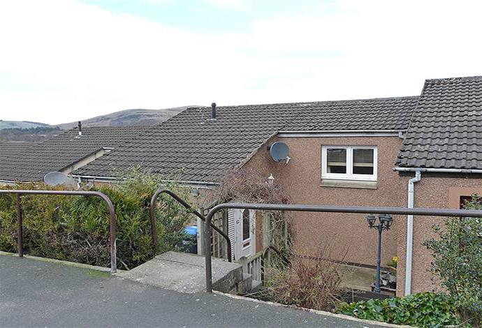 3 Bedrooms Terraced House for sale in 15 Kilknowe Place, Galashiels, TD1 1RH