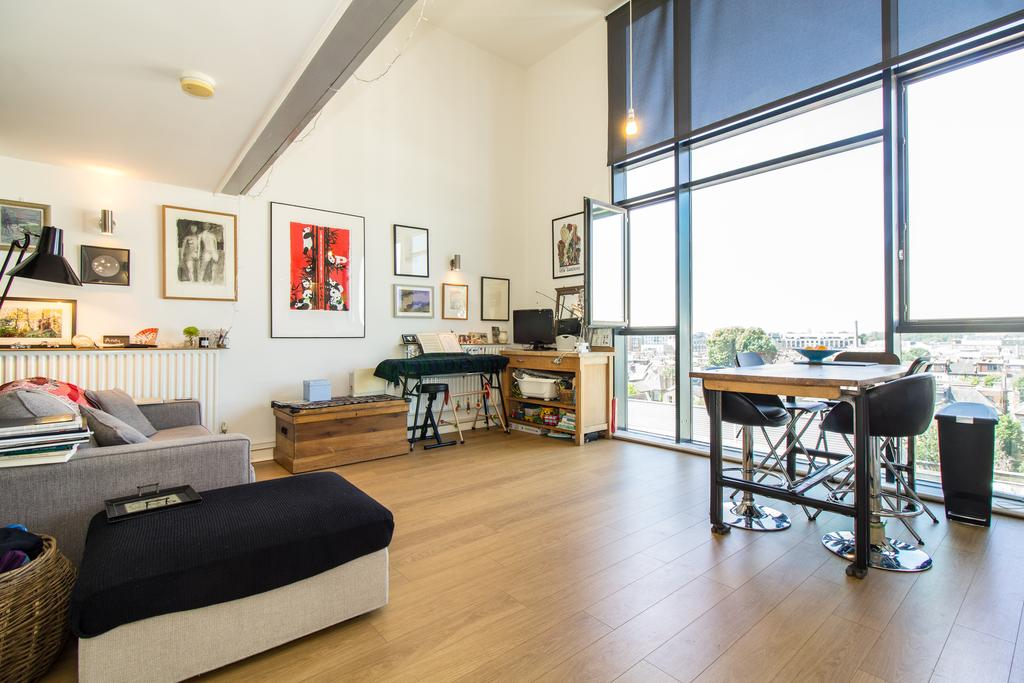 3 Bedrooms Flat for sale in Issigonis House, Cowley Road, Acton