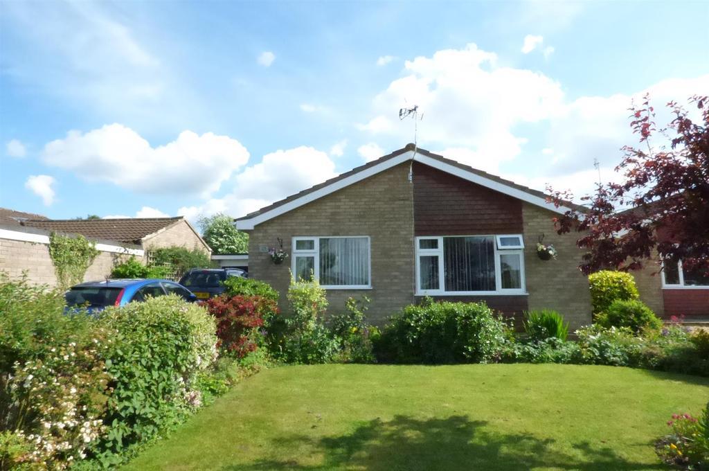 2 Bedrooms Detached Bungalow for sale in St. Andrews Close, Holme Hale