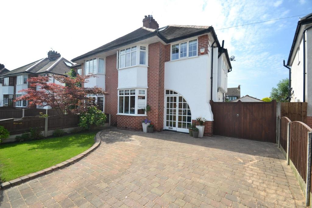 4 Bedrooms Semi Detached House for sale in Swaylands Drive, Sale
