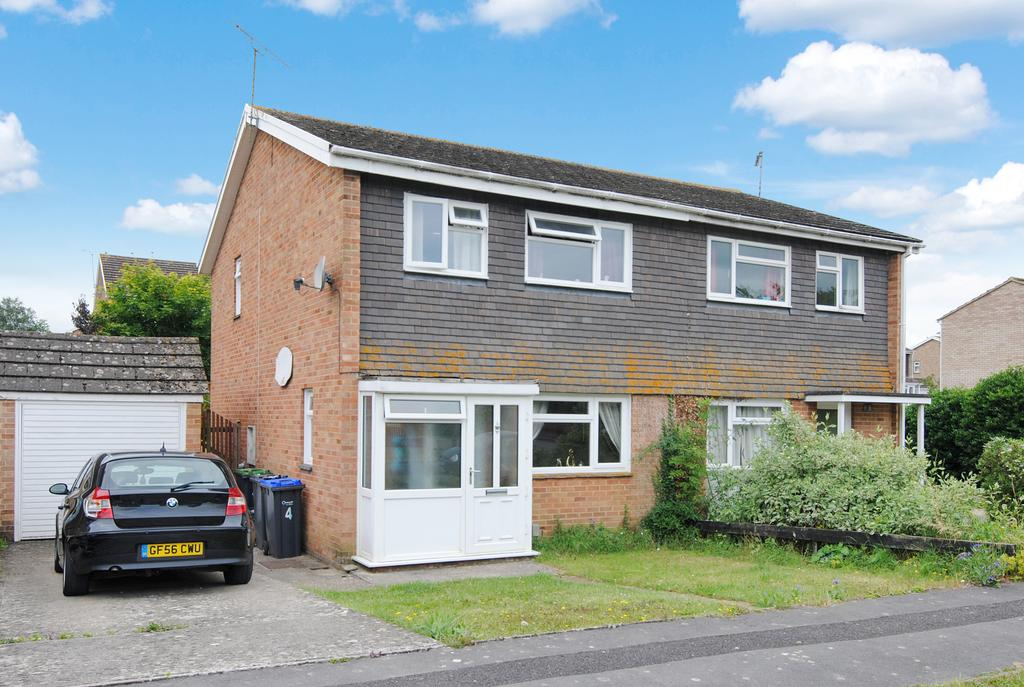 3 Bedrooms Semi Detached House for sale in Burwood Close, Amesbury SP4