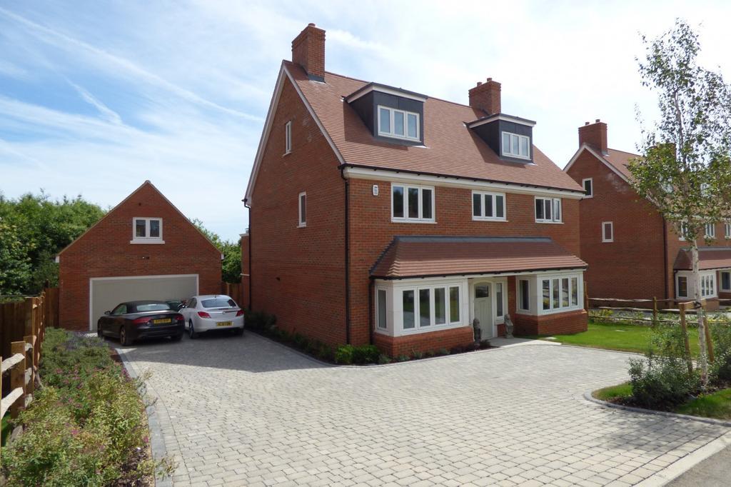 5 Bedrooms Detached House for sale in Brackenwood, Kings Drive, Midhurst, GU29