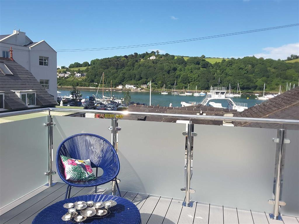3 Bedrooms Semi Detached House for sale in Coombe Road, Dartmouth, Devon, TQ6